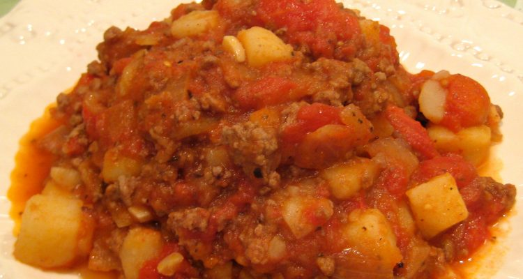 Old-Fashioned Amish-Inspired Beef Casserole Dinner